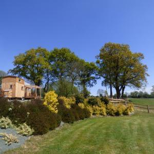 Hotel Pictures: le Vallon des 5 Roses, Saint-Hilaire-du-Maine