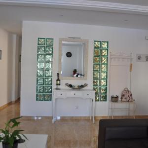 Hotel Pictures: Alenia Apartments, Alicante