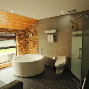 Hotel Pictures: Bai Yun Shen Chu *Xiang Yu Gan Yuan Min Su, Yixing