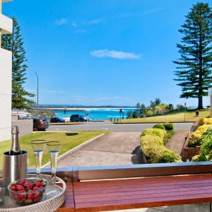Foto Hotel: Beauty at the Beach - modern beachfront apartment, Port Macquarie