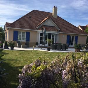 Hotel Pictures: Luxury Villa on Disneyland Golf Course, Magny-le-Hongre