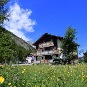 Hotel Pictures: Haus Alpenperle, Saas-Almagell