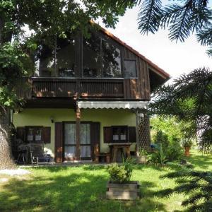 Hotel Pictures: Exklusives-bayerisches-Landhaus-CHALET-ILONA-im-Park-Haus-20, Windorf