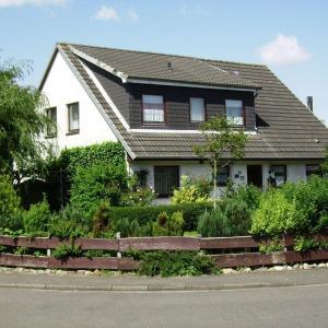 Hotel Pictures: Ferienhaus-Allin-FW-1, Westerdeichstrich