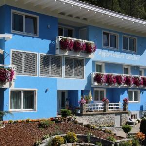 Fotos de l'hotel: Appartement-4-mit-2-Schlafzimmern-und-Balkon, Flattach