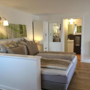 Hotelbilleder: Modernes-schoenes-Apartment-2-4-Pers-inkl-Endreinigung-Bettw-Handt-Parkplatz, Adendorf