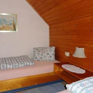 Hotel Pictures: Haus-Krista-Apartment-Heide-Garten-und-Goldeckblick, Seeboden