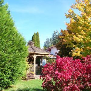 Hotel Pictures: Bavarian Orchard Motel, Creston