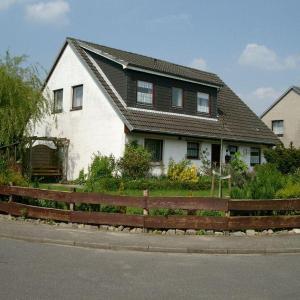 Hotel Pictures: Ferienhaus-Allin-FW-2, Westerdeichstrich