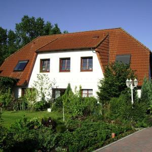 Hotel Pictures: Ferienwohnung-Haus-Silvia, Wesselburen