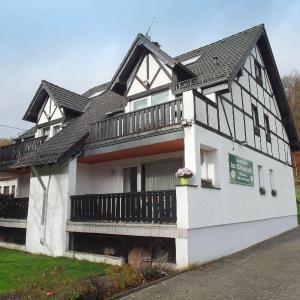 Hotel Pictures: Familienfreundliche-Ferienwohnung-direkt-in-der-Natur, Eichenbach