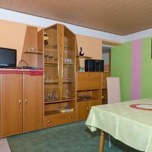 Hotelbilleder: Ferienwohnung-fuer-4-Personen-64-qm-gross-in-Dalkvitz-in-der-Naehe-von-Binz, Zirkow
