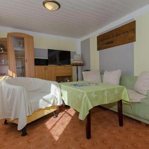Hotelbilleder: Ferienwohnung-52-qm-in-Dalkvitz-auf-Ruegen-in-der-Naehe-von-Binz, Zirkow