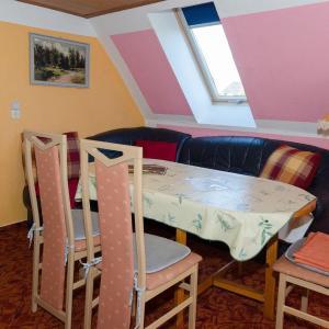 Hotelbilleder: 68-qm-grosse-Ferienwohnung-fuer-4-Personen-in-Dalkvitz-auf-Ruegen-in-der-Naehe-von-Binz, Zirkow