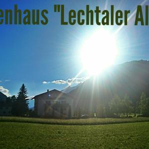 Hotelbilleder: Ferienhaus Lechtaler Alpen, Bach