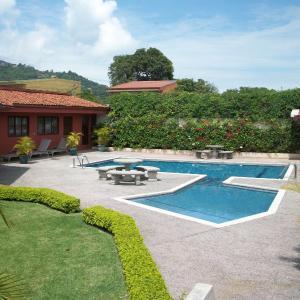 Hotel Pictures: ApartHotel & Suites Santa Lucía, Santa Ana