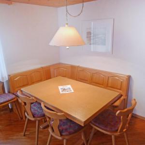 Hotel Pictures: Apartment Wohnung Gelb.3, Lungern