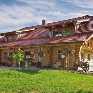 Hotel Pictures: Holzhaus Lugerhof, Roding