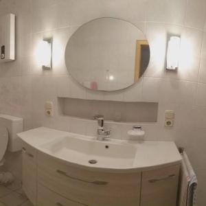 Hotel Pictures: FeWo Ingrid Trossen, Ürzig