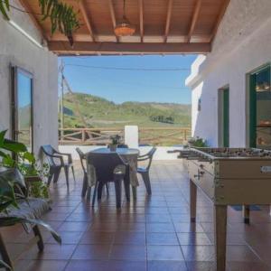 Hotel Pictures: Holiday Home Cueva Rural El Caidero, Artenara