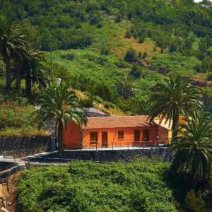 Hotel Pictures: Holiday Home Casa Rural Las Avestruces, Agulo