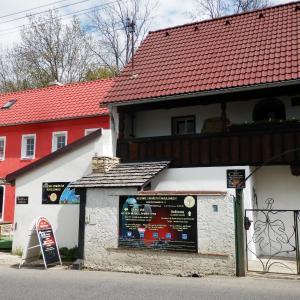 Hotel Pictures: Rodinné vinařství Mikulenkovi, Velké Žernoseky