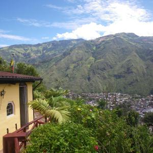 Hotel Pictures: La Casa Amarilla, Baños