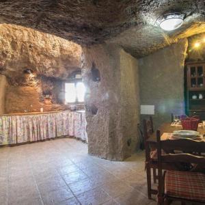 Hotel Pictures: Holiday Home Cueva Rural Las Margaritas, Artenara