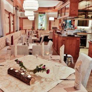 Hotelbilleder: Hotel-Restaurant Zur Eisenbahn, Renningen