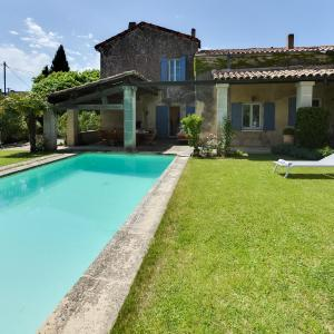 Hotel Pictures: Village House with Pool near Lourmarin in the Luberon, Lauris