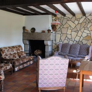 Hotel Pictures: Holiday Home Kerlin, Trébérouant