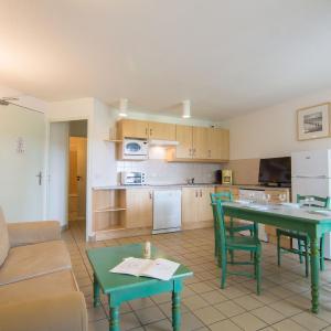 Hotel Pictures: Aparthotel Village Cheval Spa Résidences.3, Lacanau-Océan