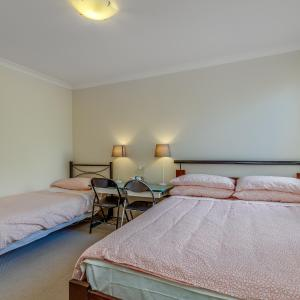 Fotografie hotelů: Spacious neat cosy private room of beautiful house, Perth