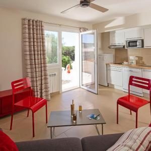 Hotel Pictures: Studio Résidence Ile des Embiez.7, Le Brusc
