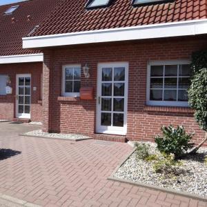Hotel Pictures: Reihenmittelhaus-in-Harlesiel-fuer-4-5-Personen-50123, Harlesiel