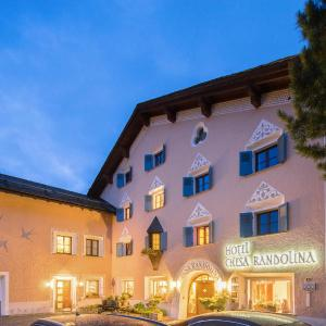 Hotel Pictures: Hotel Chesa Randolina, Sils Maria