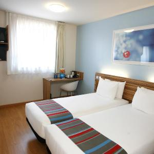 Hotel Pictures: Travelodge Valencia Aeropuerto, Manises