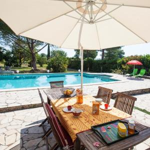 Hotel Pictures: Colombet Stay's - Villa avec piscine MUDAISON, Mudaison