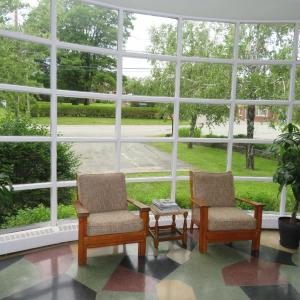 Hotel Pictures: La Paysanne Motel & Hotel, Sherbrooke