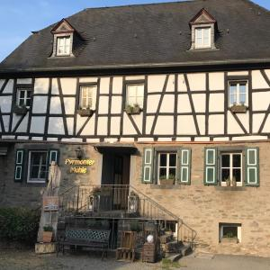 Hotel Pictures: Pyrmonter Mühle, Roes