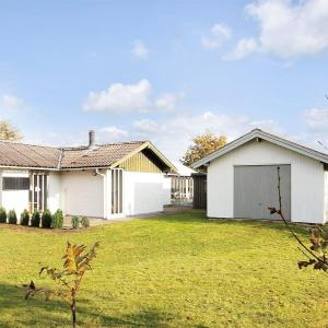 Hotel Pictures: Two-Bedroom Holiday Home in Tarm, Tarm