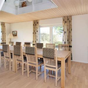 Hotel Pictures: Five-Bedroom Holiday Home in Vra, Vrå