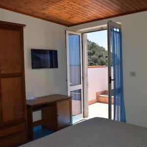 Hotel Pictures: Hotel La Certosa, Massa Lubrense