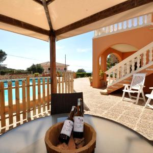 Hotel Pictures: Ca S'Avia - Bahia Grande, Big Pool!, Badia Blava