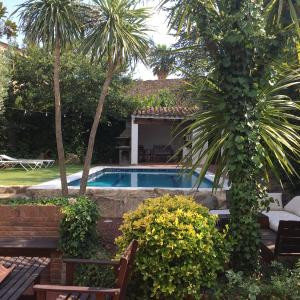 Hotel Pictures: Masia 'Can Teula', Llagostera