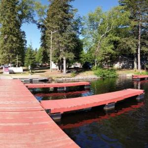 Hotel Pictures: Pine Grove Point Campground, Harcourt