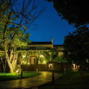 Hotel Pictures: Masia el Ferrajón, Chiva
