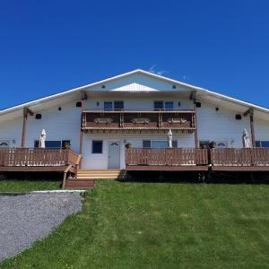 Hotel Pictures: Hunter's Mountain Chalets, Baddeck