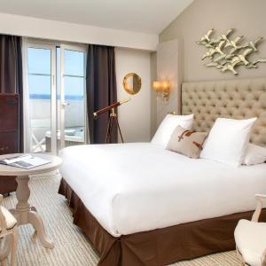 Hotel Pictures: Grand Hotel Des Sablettes Plage, Curio Collection By Hilton, La Seyne-sur-Mer