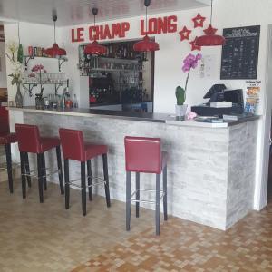 Hotel Pictures: Camping Le Champ Long, La Salle-en-Beaumont